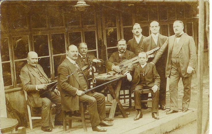"""Wie sieht die Zukunft der Musik in der """"Musik -Weltstadt"""" Wien aus? Bild: Lenz-Terzett, 1909 (pinterest)."""